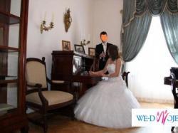 Oryginalna, wdzięczna, delikatna suknia ślubna