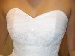 Piękna, biała i lekka suknia dla panny młodej