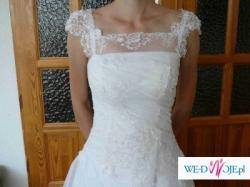 Piękna biała jednoczęściowa suknia szyta na miarę dla bardzo szczupłej osoby