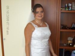 Piękna biała śliczna suknia ślubna