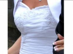 Piękna biała sukienka ślubna
