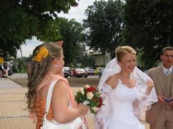 piękna biała suknia ślubna firmy Agora 24-80