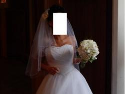 Piękna biała suknia ślubna princessa r 36 tiul mieni się w świetle