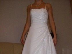 Piękna biała suknia ślubna z kryształkami