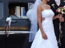 Piekna, biala, zwiewna suknia!
