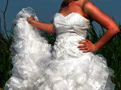 Piękna bogato zdobiona suknia DREAMON model Esmeralda 38/40
