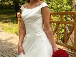 Piękna, elegancka suknia ślubna