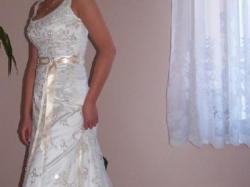 piekna francuska suknia ślubna