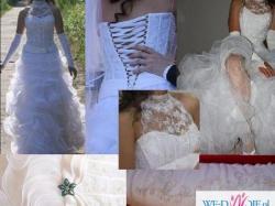 Piękna hiszpańska suknia ślubna stójka koronka falbany sznurowany tył