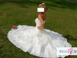 Piękna hiszpańska suknia ślubna z kolekcji Pronovias