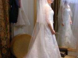 Piekna i delikatna suknia Herm's