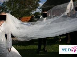 piękna i delikatna suknia ślubna