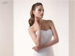 Piękna i delikatna suknia ślubna White One 3010
