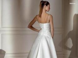 Piękna i niezwykle elegancka suknia ślubna hiszpańskiej firmy PRONOVIAS (Deimos)