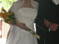 piekna i skromna suknia ślubna