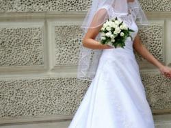 Piekną i tanią suknię