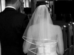 Piękna koronkowa suknia ślubna