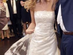 Piękna koronkowa suknia ślubna. Dodatki gratis.