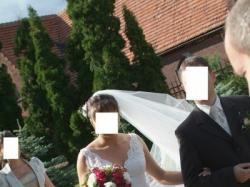 Piękna koronkowa suknia ślubna Sala La Sposa