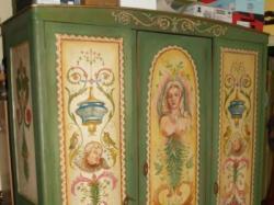 piekna malowana szafa
