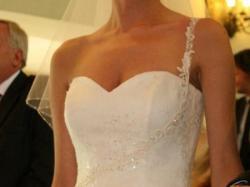 Piękna, podkreślająca figurę, suknia ślubna AGORA model 11-51