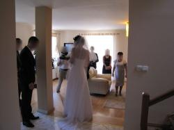 Piękna prosta suknia ślubna