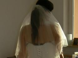 Piękna satynowa suknia ślubna ecru