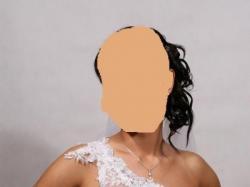 piękna, skromna suknia ślubna biała