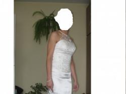 piękna, skromna suknia ślubna typu ryba