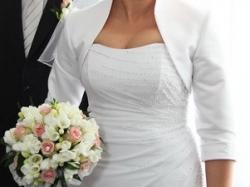 piękna śnieżnobiała suknia ślubna ozdobiona kryształkami r. 40 + GRATISY