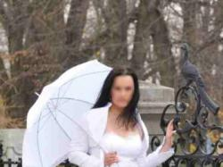 Piękna suknia, bolerko plus koronkowy parasol gratis!