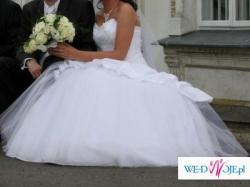 Piękna suknia dla Panny Młodej, która ceni elegancję i wygodę