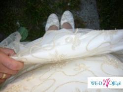 *Piękna suknia ecru*