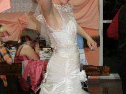 piekna suknia ecru