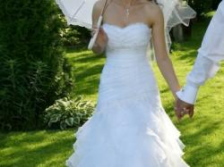 Piękna suknia Estera Mindi z falbankami