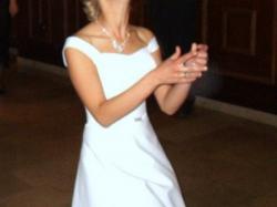 Piękna suknia - Klasyczna elegancja i wyszukana prostota 36