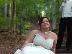 Piękna suknia Mody Ślubnej z ozdobami kremowa  rozm. 44