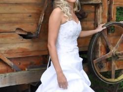 Piękna suknia ślubna Britany odpinana na krótką