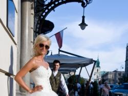 Piękna suknia ślubna Celise model 2012