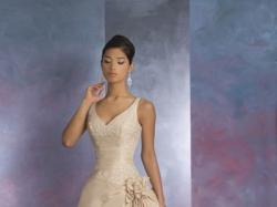 Piękna suknia ślubna Cosmobella