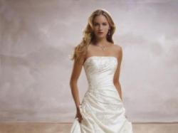 Piekna suknia ślubna DEMETRIOS