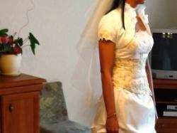 Piękna suknia ślubna dla wysokiej