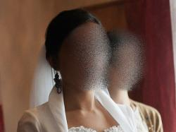 """Piękna suknia ślubna, fason w kształcie litery """"A"""", dekolt serduszko"""