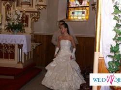Piękna suknia ślubna firmy KARINA