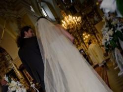 Piękna suknia ślubna Jaguar z kolekcji Pronovias - 1300 zł