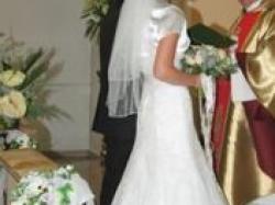 Piękna suknia ślubna kolekcji Lisa Ferrera