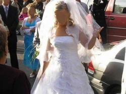 Piękna suknia ślubna koronka