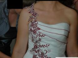 Piękna suknia ślubna LADYBIRD 31023 z haftem bordo