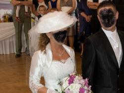 Piękna suknia ślubna, rozmiar 36/38 z dodatkiem koronki