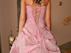 piękna suknia ślubna różowa